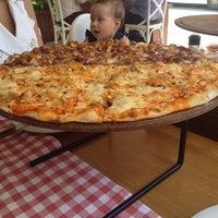 9/16/2014 tarihinde Idil O.ziyaretçi tarafından Pizzaria di Mozza'de çekilen fotoğraf