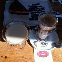 9/30/2012 tarihinde Didem B.ziyaretçi tarafından Eski Kahve'de çekilen fotoğraf