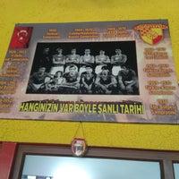 Foto diambil di GözGöz Mangal oleh Hüseyin Eso C. pada 4/7/2018