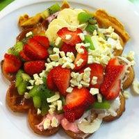 2/6/2013 tarihinde Nilüfer K.ziyaretçi tarafından Kemal Usta Waffles'de çekilen fotoğraf