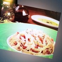 Foto tomada en Italianni's Pasta por Arian M. el 11/29/2012