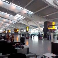 7/17/2013 tarihinde Alex G.ziyaretçi tarafından Londra Heathrow Havalimanı (LHR)'de çekilen fotoğraf