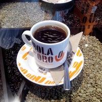 Photo taken at Café Bola de Oro by Aker a. on 10/11/2014