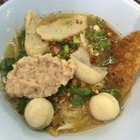 Photo taken at เจ้อ้วน เส้นปลาต้มยำ by Thanaphan P. on 8/21/2016