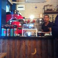 10/2/2015 tarihinde Gökhan T.ziyaretçi tarafından Tribu Caffe Artigiano'de çekilen fotoğraf