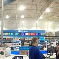 Photo taken at Best Buy by Imran A. on 7/21/2013