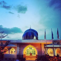 Photo taken at Masjid Al-Hidayah by Abdullah H. on 3/21/2013