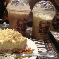 Photo taken at The Coffee Bean & Tea Leaf by Mae H. on 2/10/2013