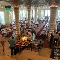 Foto diambil di Al Qasr Hotel oleh Renato J. pada 6/7/2013