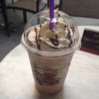 Photo taken at The Coffee Bean & Tea Leaf by Mark Anthony S. on 10/5/2013