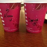 11/13/2013 tarihinde Daria I.ziyaretçi tarafından Starbucks'de çekilen fotoğraf