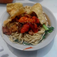 Photo taken at Mie Ayam Pak Robet by dwika h. on 1/26/2014