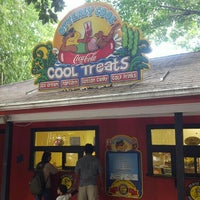 Photo taken at Otterly Cool Treats by Chris O. on 10/12/2015