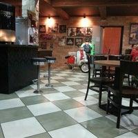 Photo taken at Armazém Classic Burger by Rodrigo L. on 2/9/2013
