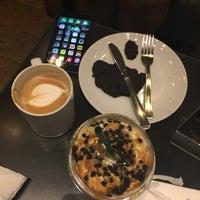 Foto tirada no(a) Starbucks por Lupita V. em 1/8/2017