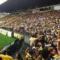 Photo taken at Estádio Heriberto Hülse by Felipe B. on 9/15/2013