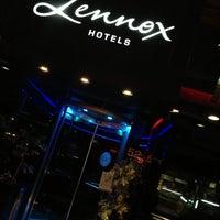 Foto tomada en Hotel Lennox por Oscar U. el 6/18/2013
