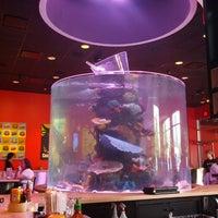 Photo prise au The Cowfish Sushi Burger Bar par Tsuning le6/2/2013