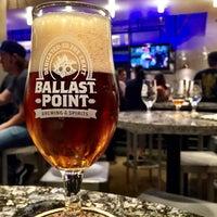 Photo prise au Ballast Point Brewing & Spirits par Drew S. le10/17/2014