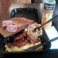 Photo taken at Reynolds Sandwich by Gar T. on 9/17/2012