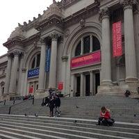 12/17/2012 tarihinde Eber O.ziyaretçi tarafından Metropolitan Museum Steps'de çekilen fotoğraf