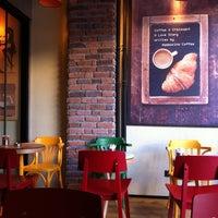 8/4/2013 tarihinde Erhan I.ziyaretçi tarafından Mambocino Coffee'de çekilen fotoğraf