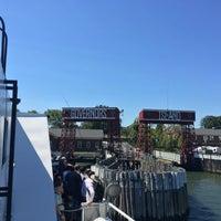 Das Foto wurde bei Governors Island Ferry - Soissons Dock Terminal von Mitchell L. am 8/7/2016 aufgenommen
