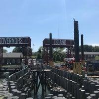 Das Foto wurde bei Governors Island Ferry - Soissons Dock Terminal von Mitchell L. am 7/16/2017 aufgenommen