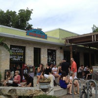 Das Foto wurde bei Bouldin Creek Café von Jonathan A. am 6/2/2013 aufgenommen