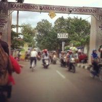 Photo taken at Kampoeng Ramadhan Jogokaryan by Hanipeh on 7/11/2013