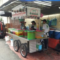 Photo taken at Penang Road Famous Teochew Chendul (Tan) by Scypher E. on 10/22/2012
