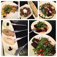 Foto tirada no(a) Meli Restaurant por Eelain S. em 6/26/2013