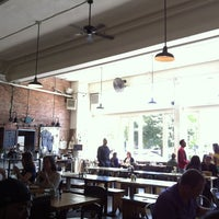 6/12/2013 tarihinde Luis A.ziyaretçi tarafından Oddfellows Cafe & Bar'de çekilen fotoğraf