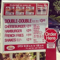 Das Foto wurde bei In-N-Out Burger von J.R. A. am 5/1/2014 aufgenommen