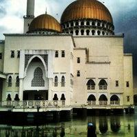 Photo taken at Masjid As-Salam (مسجد السلام) by Muhammad Hanifi C. on 12/21/2012