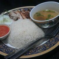 Photo taken at Restoran Baser by Muhammad Hanifi C. on 12/17/2012