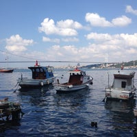 Photo taken at Tarihi Çınaraltı Aile Çay Bahçesi by Murat A. on 7/28/2013