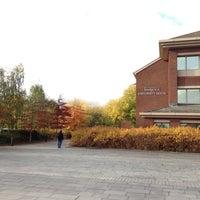 Foto diambil di University House oleh Elijah J. pada 10/29/2012