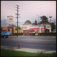 Снимок сделан в In-N-Out Burger пользователем Angela B. 4/9/2013