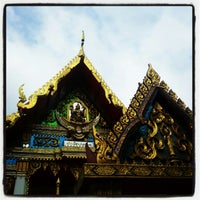 Photo taken at วัดรังษีสุทธาวาส (วัดไร่กล้วย) by Authawoot P. on 12/2/2012