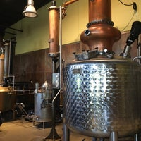 Photo taken at Coppercraft Distillery by Ⓔⓡⓘⓒ on 7/13/2016