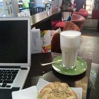 Das Foto wurde bei emma Café-Bar von Daniel K. am 11/23/2013 aufgenommen