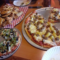 Photo taken at Shakey's Pizza Parlor by h2dtwo on 3/7/2013