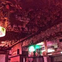 Das Foto wurde bei McGuire's Irish Pub von Katelynn S. am 7/29/2013 aufgenommen