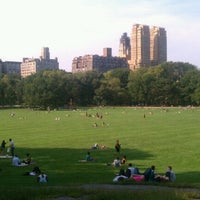 Foto tirada no(a) Sheep Meadow por Gabrielle C. em 9/14/2012