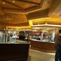 Das Foto wurde bei The Buffet at Bellagio von Deyanira d. am 11/8/2012 aufgenommen