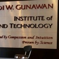 Photo taken at Adi W. Gunawan Institute   Klinik Hipnoterapi by Leonardo L. on 8/26/2016