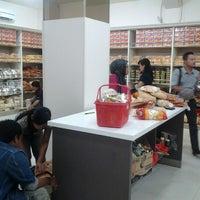 Photo taken at Manisan Lampung Yen Yen by Trie on 10/30/2012
