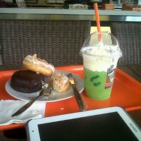 Photo taken at Dunkin Donuts by Rina Septi A. on 7/6/2013