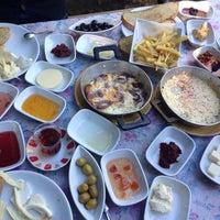 Снимок сделан в Cemil Piknik - Meşhur Abant Kahvaltıcısı пользователем Talha A. 9/26/2015